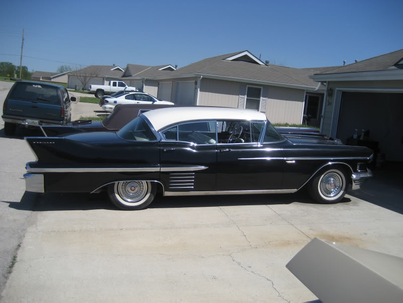 [Immagine: 1958CADDY%20sedan%20DeVille.jpg]